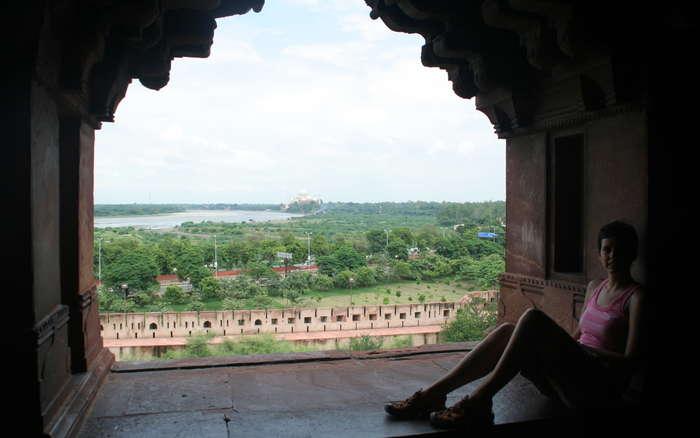 Fuerte de Agra con el Taj Mahal al fondo