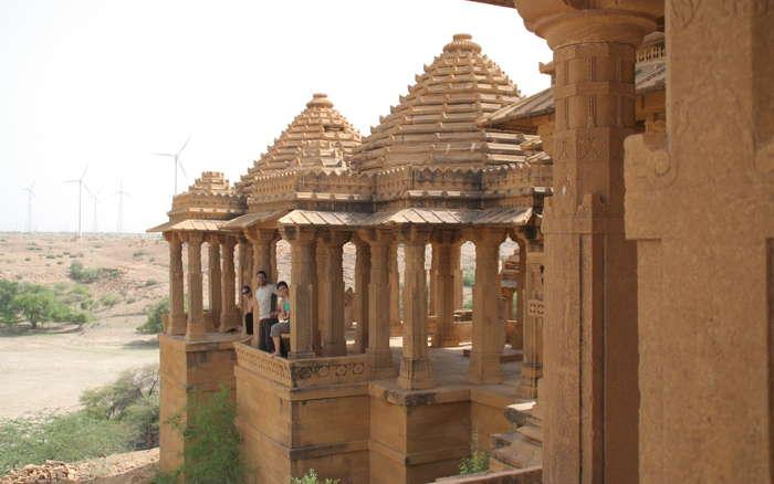 Templos de Barabaj y aerogeneradores