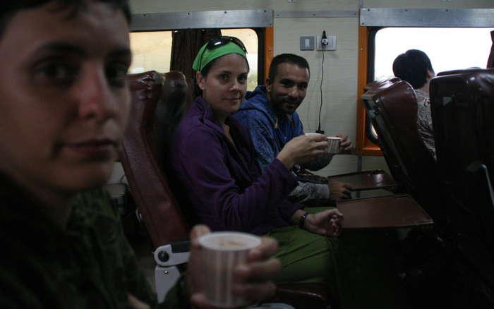 Tomando un chai en el tren
