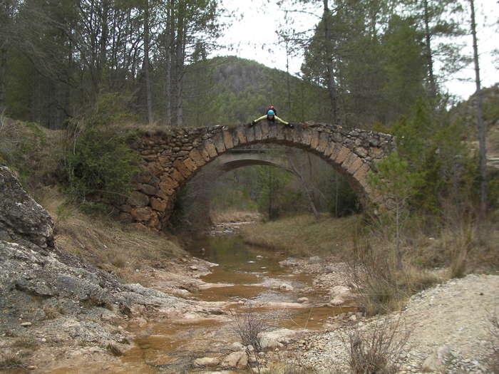 En el puente romano del final del barranco