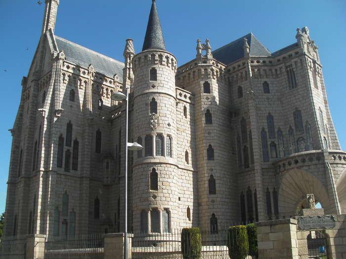 Un castillo de un  cuento en Astorga