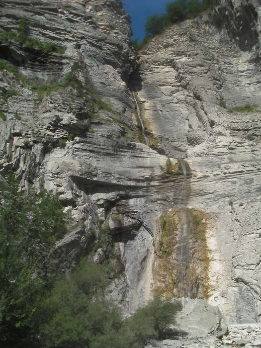 Una vista de la cascada de Sorrosal antes de empezar a subir