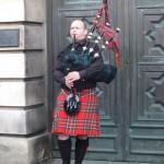 Un escocés con su gaita